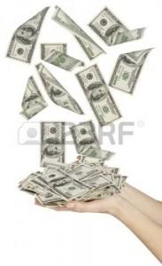 http://www.espanja.org/wp-content/uploads/9402400-beaucoup-de-dollars-qui-tombe-sur-la-main-womans-avec-de-l-argent.jpg